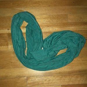 NWOT GAP green lightweight infinity scarf